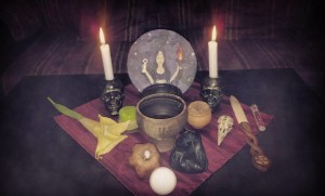 Altar for a fullmoon rite, by Hekatos